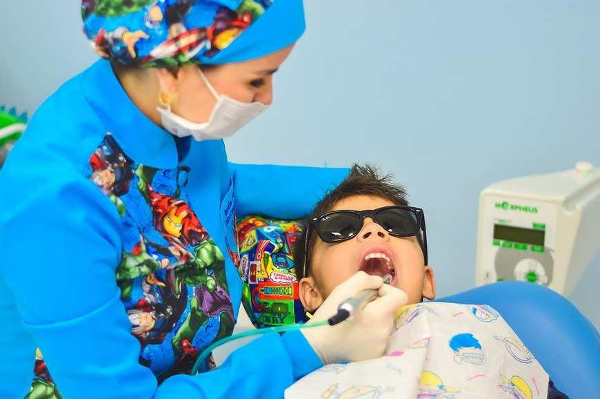 Profesjonalny stomatolog na wagę złota