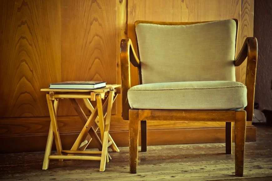 Stoły i krzesła z metalu
