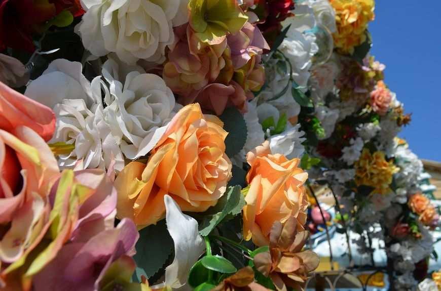 Kwiaty sztuczne i żywe